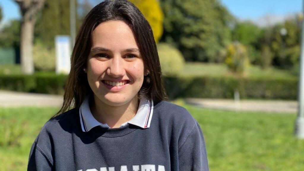 Laura, alumna de Monaita-Mulhacen con Premio Extraordinario de ESO.