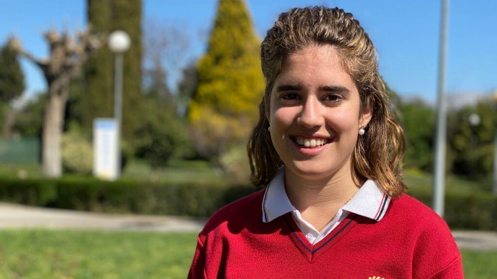 María, alumna del colegio Monaita-Mulhacen con Premio Extraordinario de ESO.