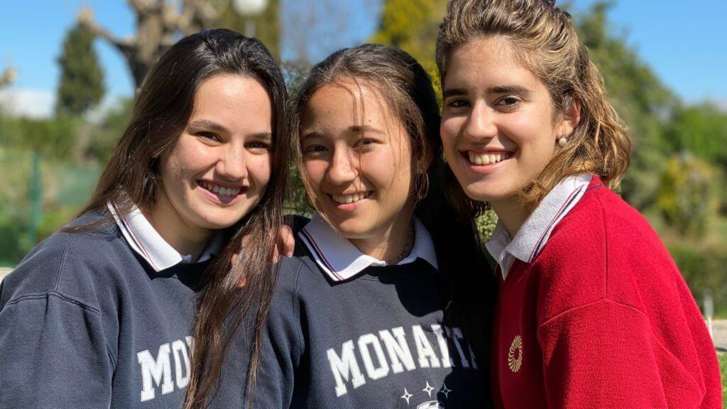 Tres alumnas del colegio Monaita-Mulhacen, premio extraordinario de ESO
