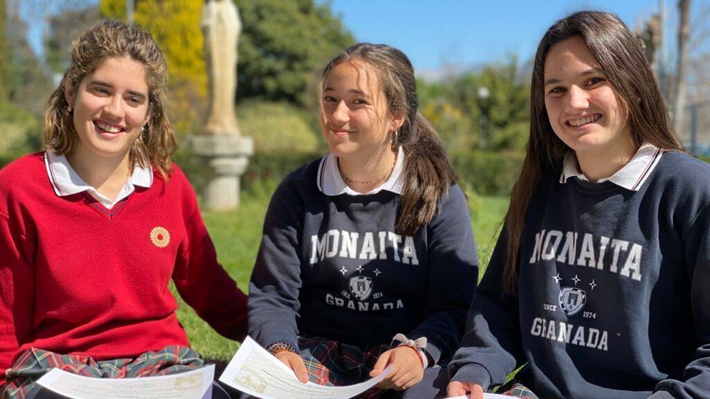 Las tres alumnas de Monaita-Mulhacén que son Premio Extraordinario de ESO.