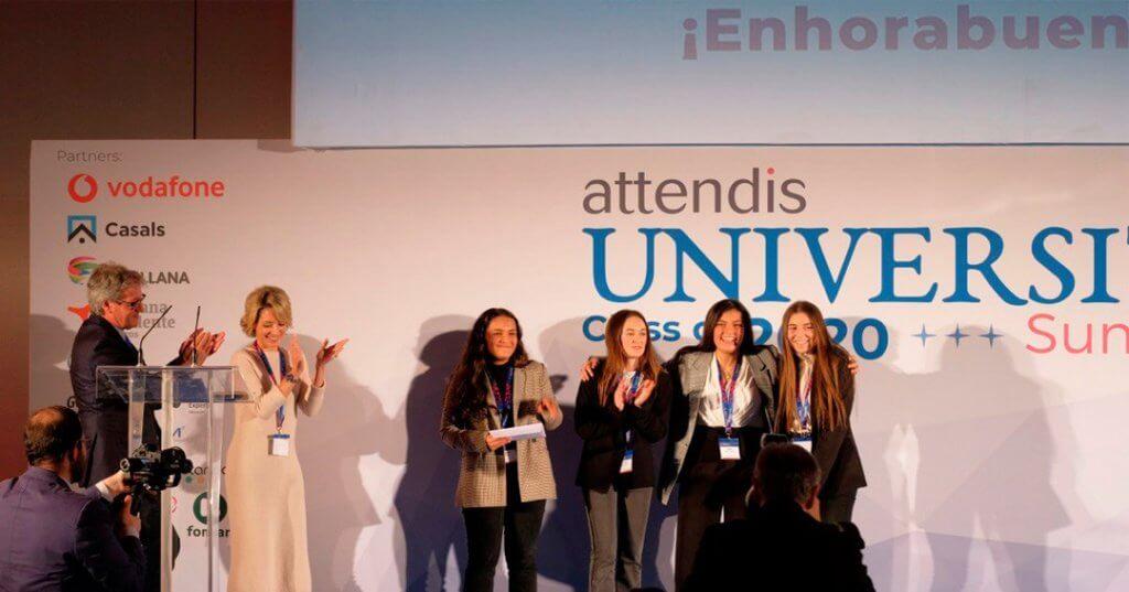 Las alumnas de Las Chapas de Marbella recogen el primer premio en el concurso Microtalks.
