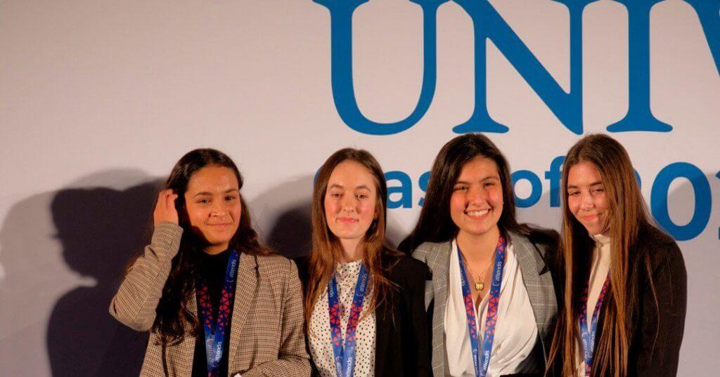 Las alumnas de Las Chapas ganadoras del concurso Microtalks.