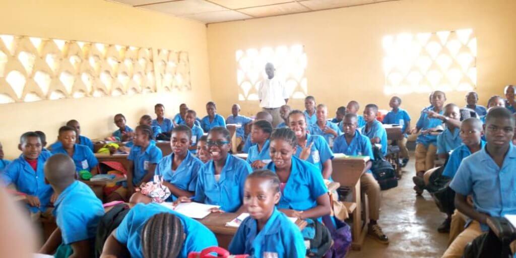 Alumnos de Camerún en su clase