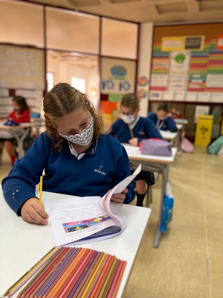 Alumna de Grazalema realizando el simulacro