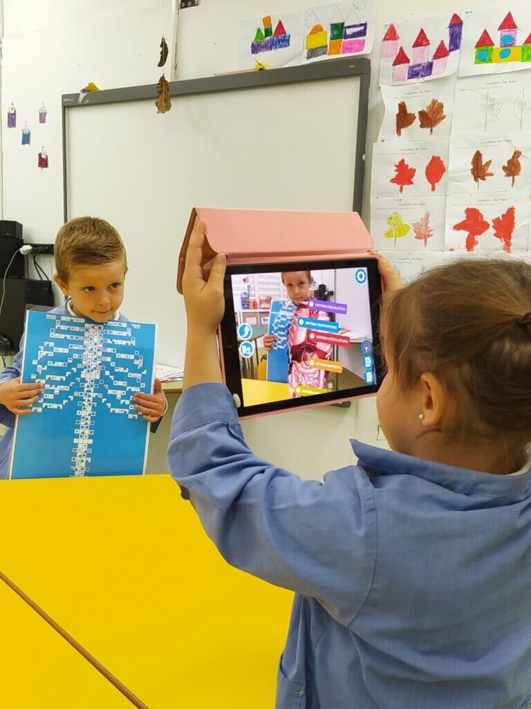 Alumnos indagan sobre el cuerpo humano utilizando nuevas tecnologías