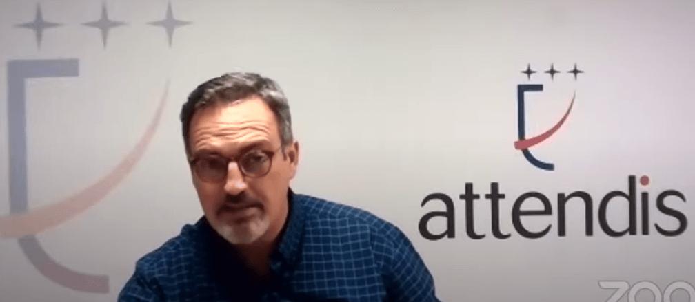 El periodista Óscar Gómez, presentador del Attendis Talks con Pedro García Aguado