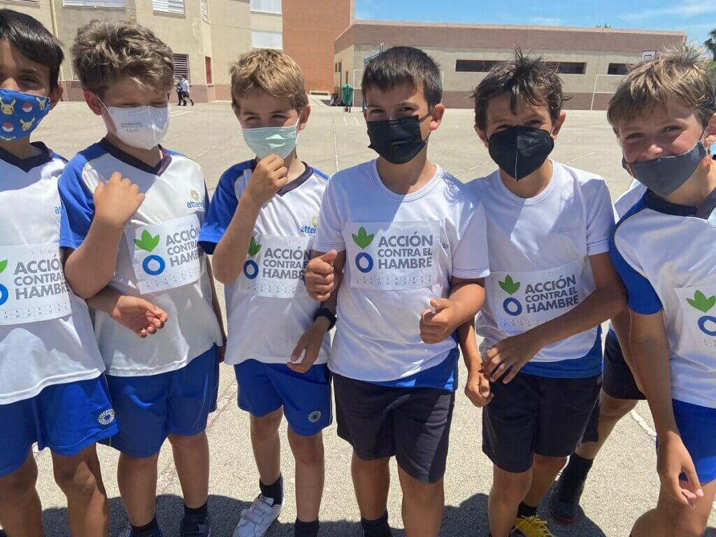 Alumnos de Grazalema-Guadalete durante la carrera solidaria contra el hambre
