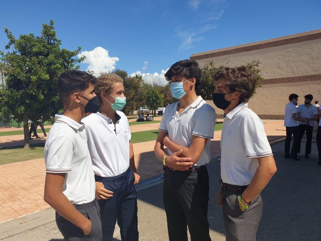 Alumnos de Secundaria el primer día de colegio en Guadalete